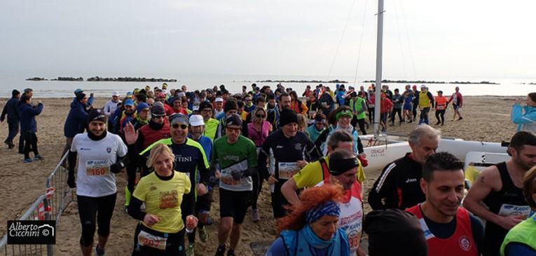 SAN BENEDETTO DEL TRONTO: Maratona sulla sabbia, Marco Bonfiglio trionfa sui 50 chilometri